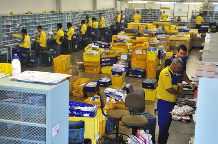 Falta de funcionários atrasa correspondência nos Correios