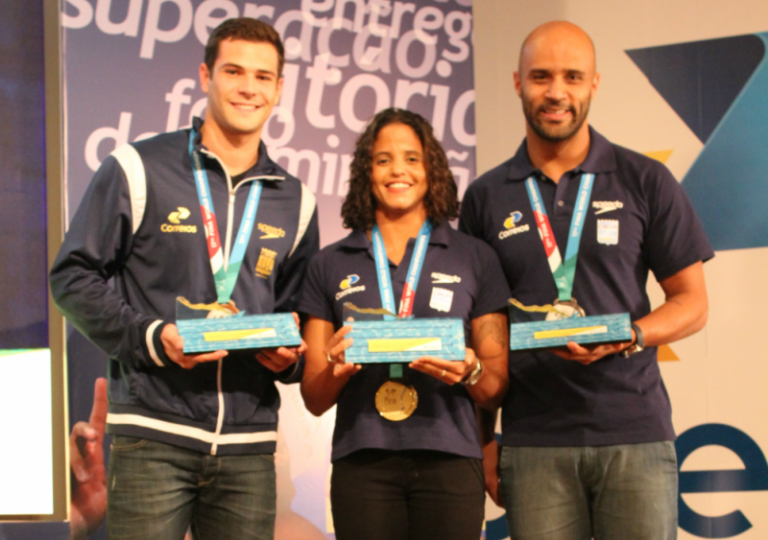 Correios homenageia medalhistas do Mundial de Esportes Aquáticos de Budapeste
