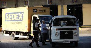 correios caminhão kombi pessoas