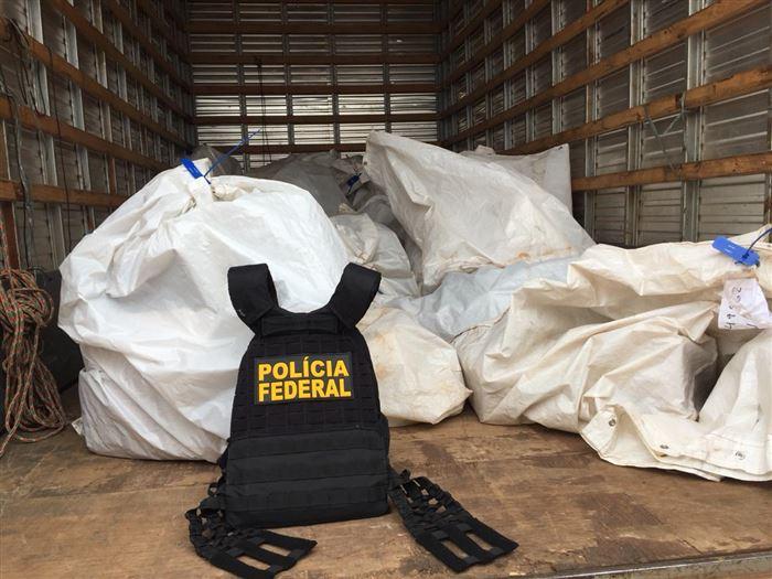 caminhão colete pf policia sacos