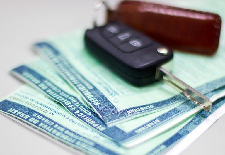 Guia para pagar licenciamento de veículo não será entregue em casa