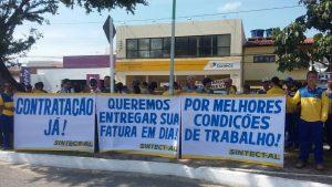 greve protesto pessoas faixas