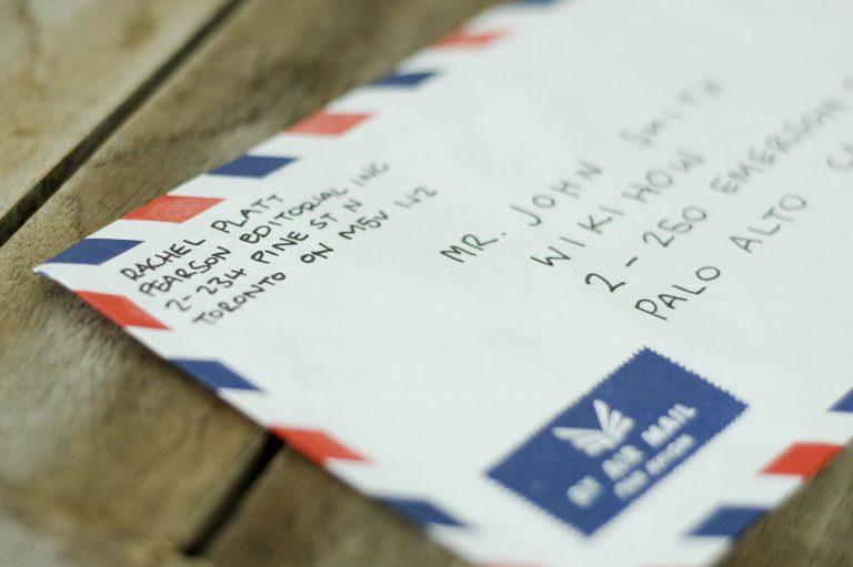 Como endereçar cartas e encomendas?