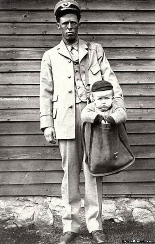 Criança enviada pelos correios